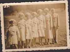 PHOTOGRAPHIE ANCIENNE FAMILLE (fratrie) 6 filles en manteau et un jeune garçon