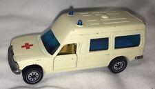 SIKU 1613 Binz Krankenwagen (Mercedes 200)