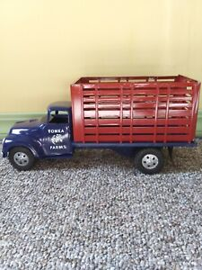 1957 Tonka livestock high rack truck. Comes complete with mud flaps and racks