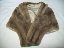 BEAUTIFUL Short Fur Shoulder Wrap Cape with Pockets - light brown
