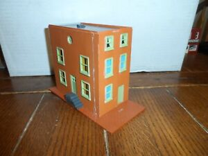 HO SCALE  3 STORY TOWN HOUSE