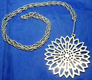VINTAGE SOLID SILVER FLOWER PENDANT ON 22'' CHAIN B'HAM 1976 BY DEAKIN & FRANCIS