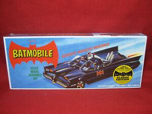 1966 Batman TV Series Batmobile *Original Aurora Molds* 1:32 Polar Lights Kit