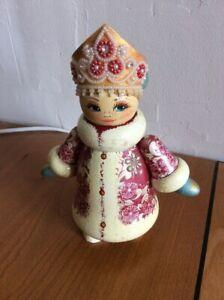 Poupée Russe en bois en tenue folklorique - 04