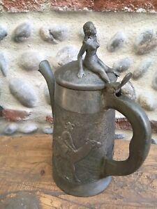 Très Beau Pichet Ancien Étain Sculpté Afrique Colonial Femme Plateau Érotique