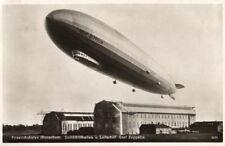 21491/ Foto AK, Friedrichhafen, Luftschiffhallen u. Luftschiff Graf Zeppelin