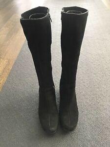 La Canadienne Grace Black Suede Boots Women's US Size 8