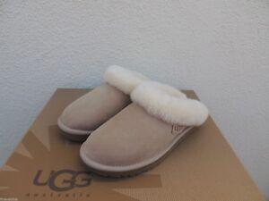 UGG CLUGGETTE SAND SUEDE/ SHEEPSKIN CUFF SLIPPERS, WOMEN US 5/ EUR 36 ~NIB