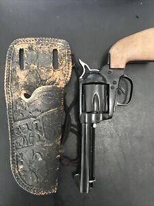 TOY Vintage Cowboy Gun & Holster Battery works! 6-gun revolver