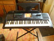 Yamaha Electronic Keyboard PSR-330 mit Ständer und Zubehör