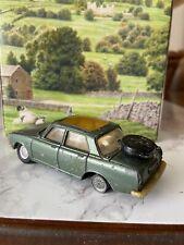 Corgi Toys 275 Rover 2000 TC Rare white / Cream Interior Golden Jacks