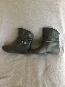 American Eagle ankle boots, women's, black, size 6w