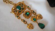 """ CORO "" Signed Vintage Necklace Emerald Green Rhinestones Dangling Hearts (AHi"