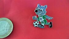 VFL Wolfsburg Pin Badge VW Emblem Wolf schiesst