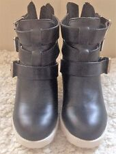Woman's Ankle Boots Size 6 Black
