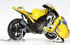 MINICHAMPS 312 060046 Vale ROSSI figure crouching next to his bike MotoGP 1:12th