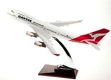 QANTAS MEDIUM   PLANE MODEL BOEING  747 SOLID RESIN AIRPLANE & STAND APX 31cm