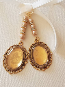 A Double Wedding Bouquet Charm Oval Gold Locket,glass covers, gold pearls