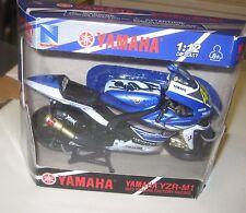 Valentino Rossi signed Yamaha Model 1:12 Model Bike YZR-M1 + COA / proof