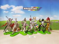 Britains Deetail Knights on foot (lot 3381)