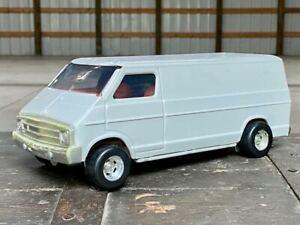 CLEAN VINTAGE METAL 1970's ERTL DODGE WINDOWLESS WHITE VAN 1:18 B100 B200 B300