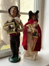 Set of 2 beautiful Byers Choice carolers Christmas Crackers signed
