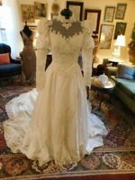 GORGEOUS ANTIQUE WHITE VINTAGE WEDDING GOWN  CATHEDRAL TRAIN LONG SLEEVES S 8