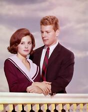 PEYTON PLACE - TV SHOW PHOTO #7 - BARBARA PARKINS + RYAN O'NEAL