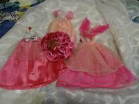 lot=== les  belles robes princesse roses de barbie ,scintillantes 4piéces