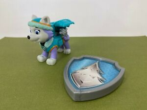 Spin Master - Paw Patrol - EVEREST Winter Snow Pup with Badge - Action Figure