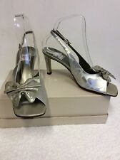RENATA SILVER ALL LEATHER BOW TRIM SLINGBACK HEELS SIZE 5.5/38.5