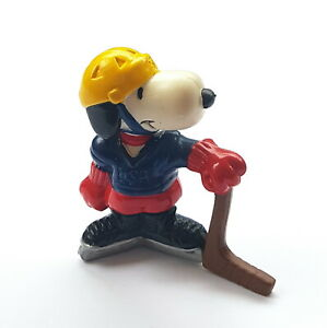 Figurine Schleich Snoopy Peanuts United Features Hong Kong Hockey USA 2 3/8in