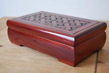 style vintage sculpté en bois boite bijoux serrure et clé en marron couleur