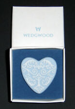 UK Wedgwood vintage porcelain brooch - boxed and brandnew - private collection