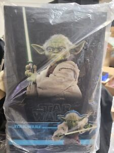 Hot Toys Star Wars Attack Of The Clones Yoda MMS495 1/6 Scale