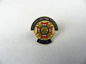 US Veterans Helping Veterans Lapel Pin 2012 Blue Red Gold Metal