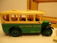 """VINTAGE 1983 LLEDO DAYS GONE DG #10 BUS """"SOUTHERN VECTIS"""" WITH FIGURES AND BOX"""