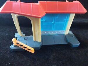 Incomplete Griffin Rock Fire Garage Fireplug Transformers Rescue Bots Playskool