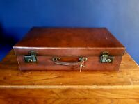 ANTIQUE VINTAGE LEATHER CASE SUITCASE / TRUNK LUGGAGE . LARGE. WITH KEY.