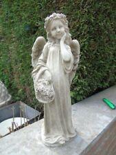 ANGE , statue d un ange debout avec un panier de fleurs en pierre