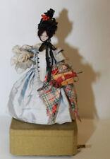 Jouet Automate musical figurant une jeune femme Tête et mains en porcelaine
