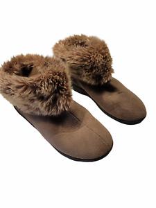 Isotoner Size 7.5 - 8 Women's Slippers Shoes Tan Faux Fur Ankle Rubber Sole