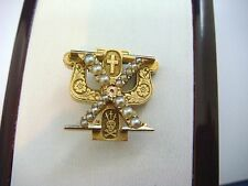 """14K YELLOW GOLD """"HI PSI"""" SOROTITY PIN WITH PEARLS, ENGRAVED ON A BACK, 5.4 GRAMS"""
