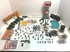HO SCALE LAYOUT, PEOPLE, FIGURES, CARS, INDUSTRIAL EQUIPMENT - MANY ITEMS - LOT