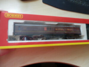 Hornby 00 Royal Mail Operating Coach set