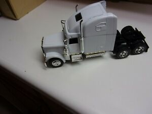 1/32 NEW RAY DIECAST& PLASTIC  FREIGHTLINER CLASSIC XL ST , NO PACKAGING # 538