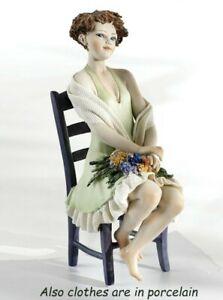 Statue Porzellan Figur, Frau Sitzend Auf Stuhl Aus Hand IN Italien