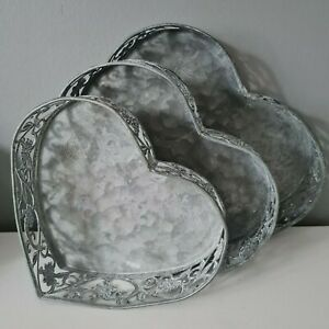 Set Of 3 Metal Heart Shaped Trays Rustic Distressed Shabby Chic Vintage Decor