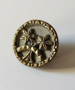 Antique Victorian Flowers Or Palm Trees Button