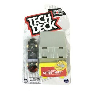 Tech Deck World Edition Street Hits Flip Fingerboard Jersey Barrier Obstacle Set